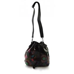 Černá menší crossbody kabelka s barevným vzorem